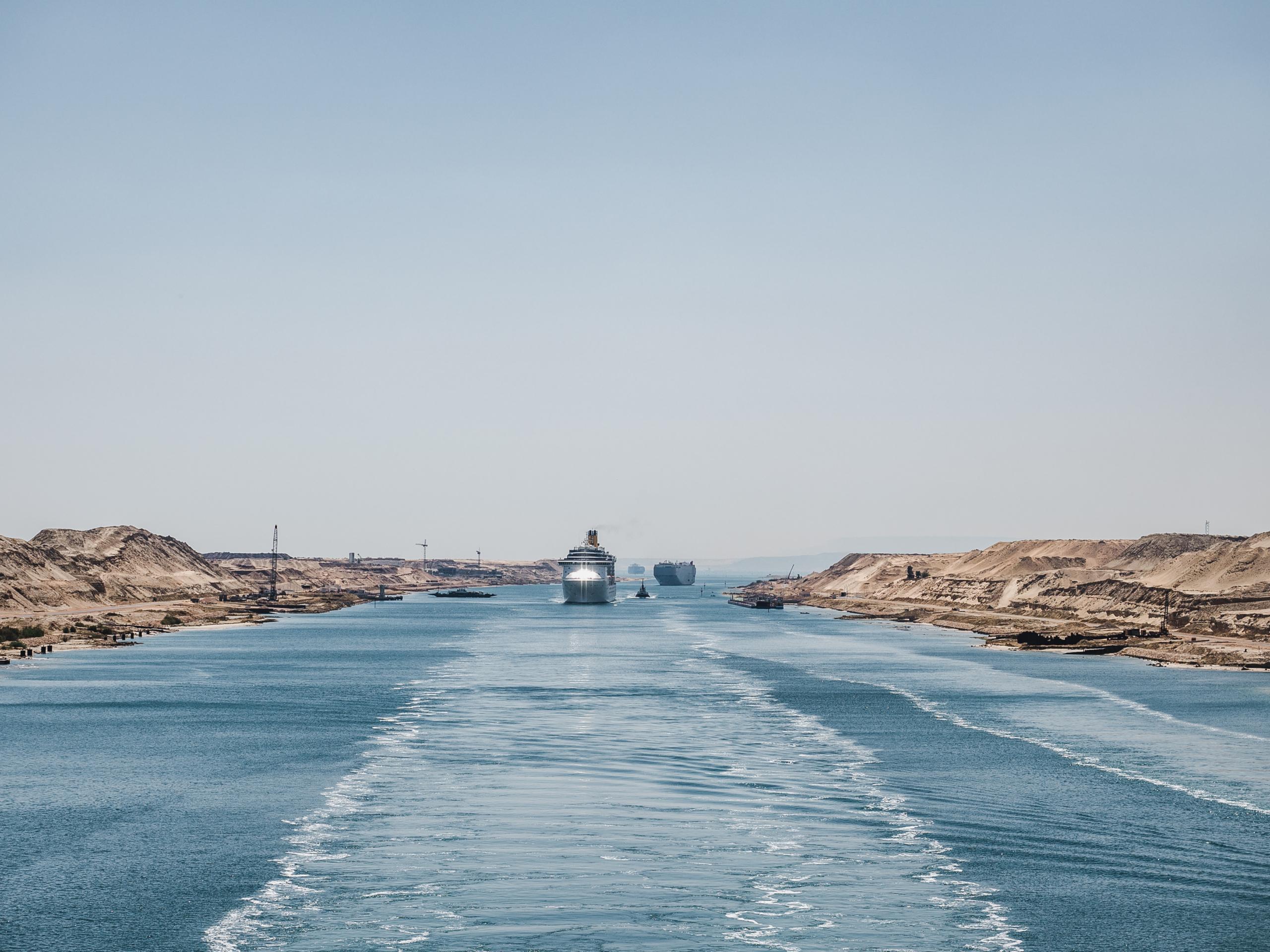 Desbloqueo canal de Suez